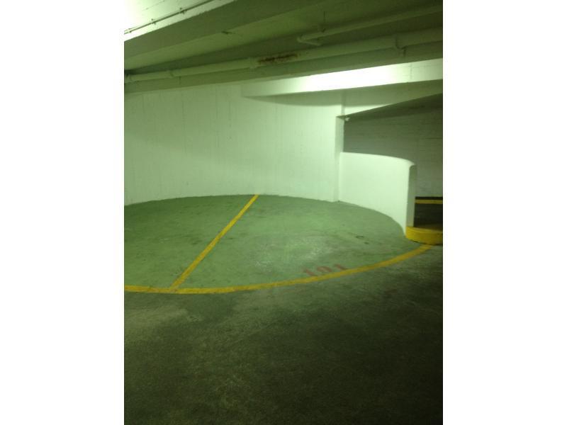 place de parking vendre montrouge 110 avenue aristide briand. Black Bedroom Furniture Sets. Home Design Ideas