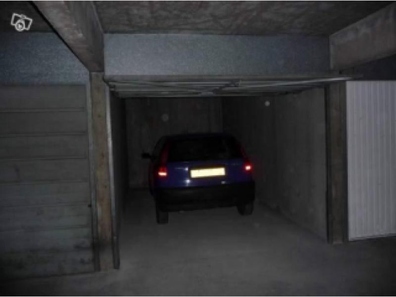Parking louer lyon 3 richerand petites soeurs for Achat box garage lyon
