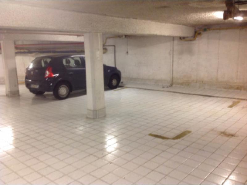 vente de parking lyon 9 la gare d 39 eau. Black Bedroom Furniture Sets. Home Design Ideas