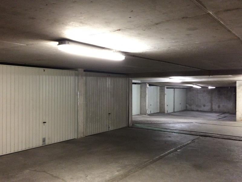 Location de garage lyon 8 33 rue santos dumont for Garage avatacar lyon 8