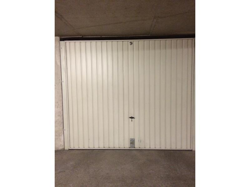 Location de garage lyon 8 33 rue santos dumont for Garage lyon 2