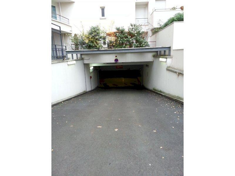 location de parking courbevoie 20 promenade du mill naire. Black Bedroom Furniture Sets. Home Design Ideas