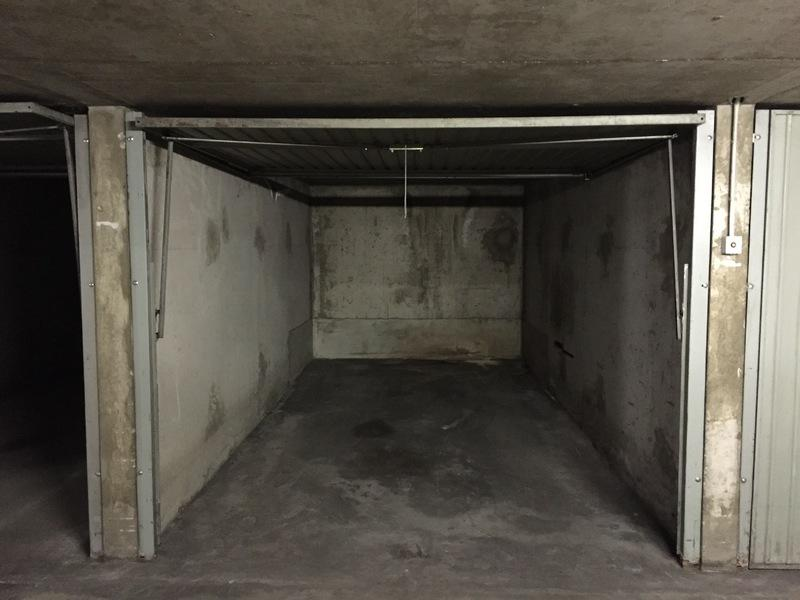 location de parking lyon 3 19 place de la ferrandi re. Black Bedroom Furniture Sets. Home Design Ideas