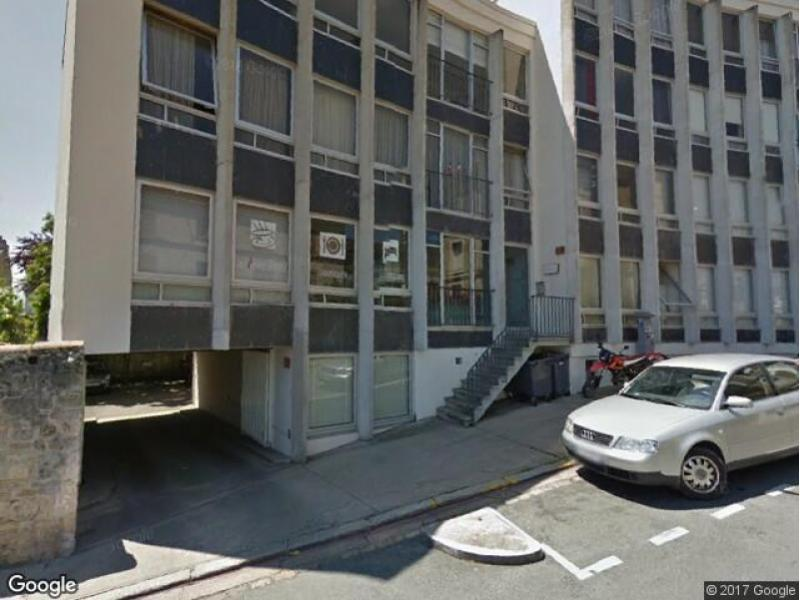 Vente de garage poitiers 5 rue des carolus for Garage a poitiers