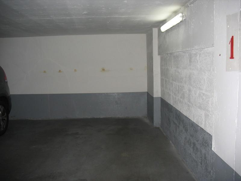 location de parking paris 40 rue lauriston. Black Bedroom Furniture Sets. Home Design Ideas
