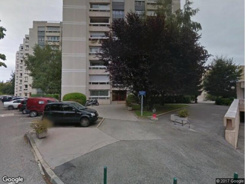 location de garage saint genis pouilly rue des hautains