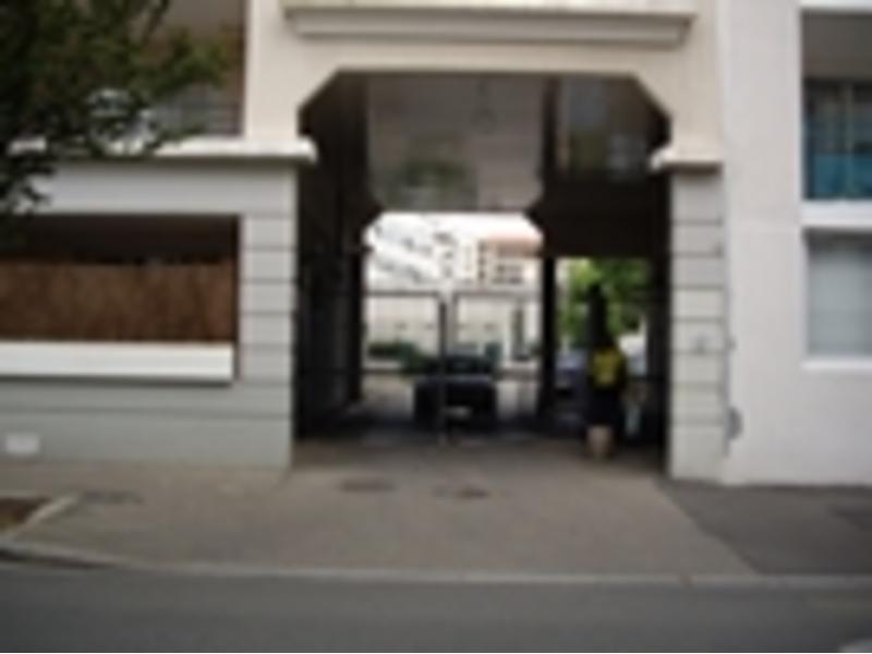 Location de garage lyon 8 17 rue antoine lumi re for Garage blanc lyon 4