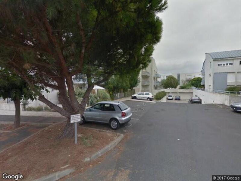 place de parking louer la rochelle 17000 105 rue de coureilles. Black Bedroom Furniture Sets. Home Design Ideas