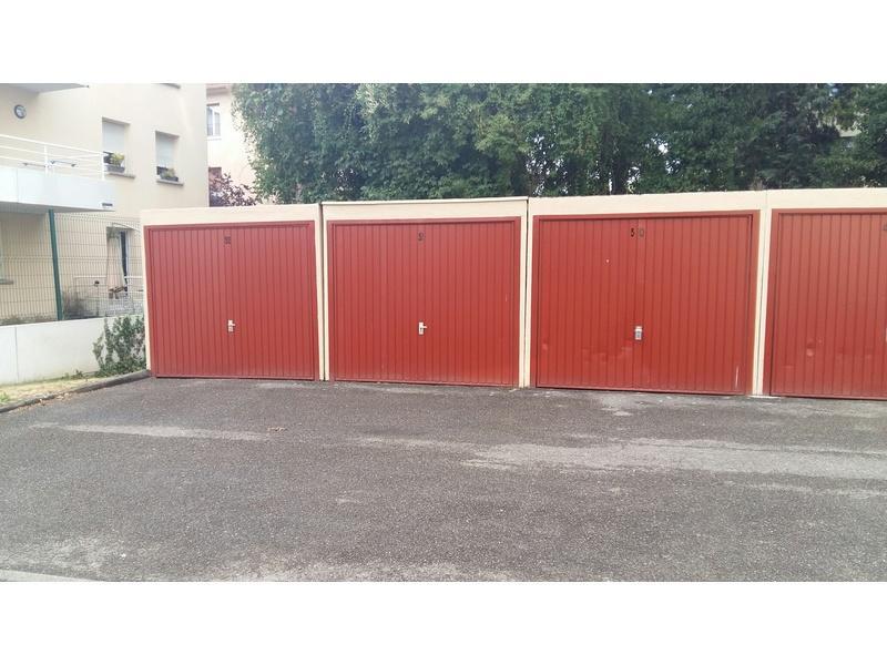 Parking louer strasbourg cour de bretagne for Location garage box lorient