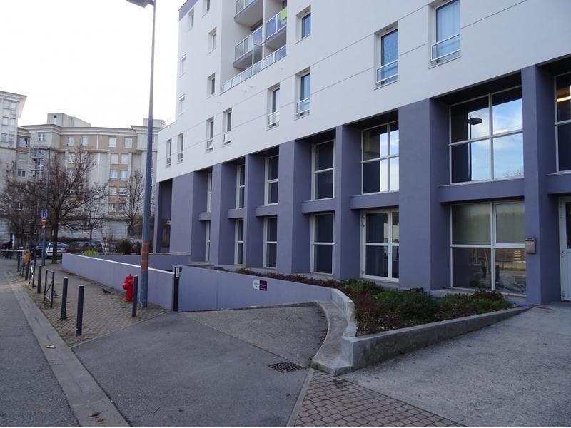 location de parking grenoble 11 rue g n ral mangin. Black Bedroom Furniture Sets. Home Design Ideas