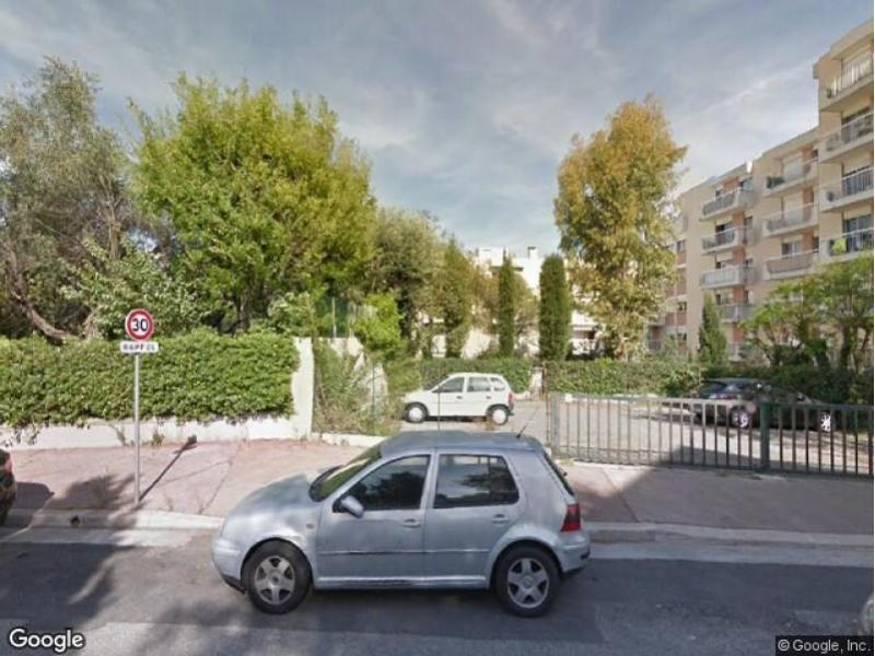 parking louer nice villa arson. Black Bedroom Furniture Sets. Home Design Ideas