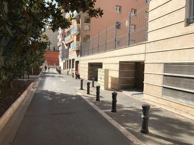 place de parking louer aix en provence 7 traverse du. Black Bedroom Furniture Sets. Home Design Ideas