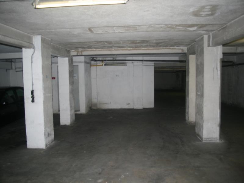 place de parking louer marseille 6 47 avenue de toulon. Black Bedroom Furniture Sets. Home Design Ideas