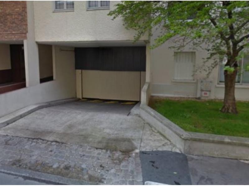 Place de parking louer courbevoie 92400 94 5 euros for Garage moto courbevoie