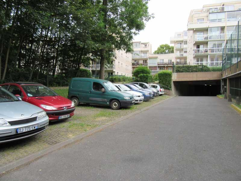 Place de parking à louer - Noisiel 77186 -  - 34,9 euros - 68-70 Cours des Roches,  Noisiel, France