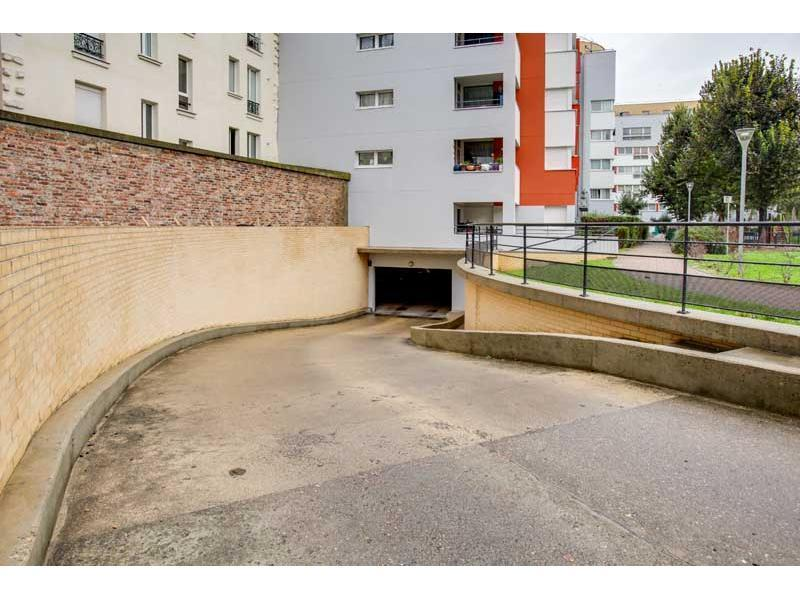 Place de parking à louer - Saint-Ouen 93400 -  - 91,63 euros - 19-21 Rue Lécuyer,  Saint-Ouen, France