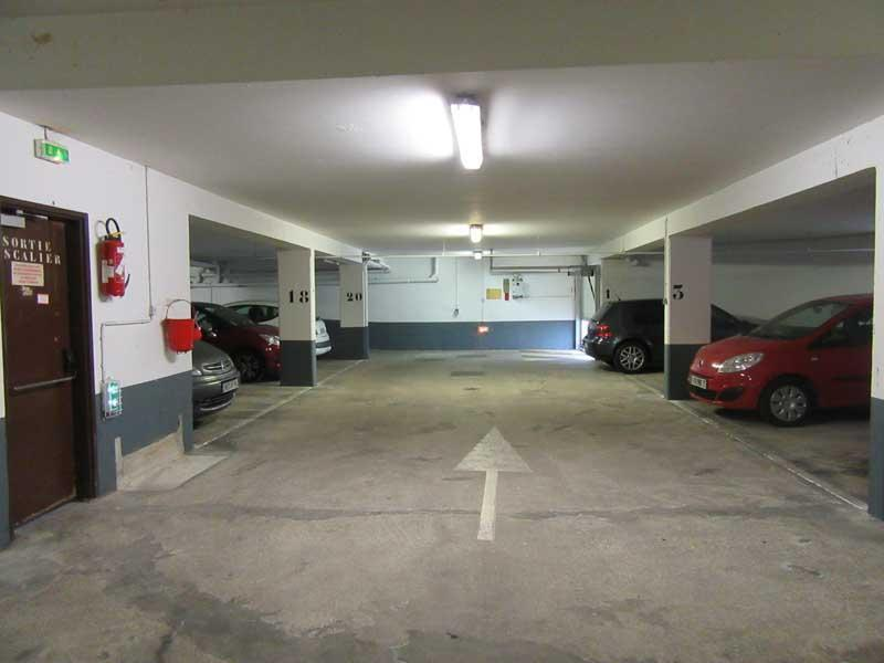 place de parking louer le kremlin bic tre 94270 91 84 euros 103 avenue de. Black Bedroom Furniture Sets. Home Design Ideas