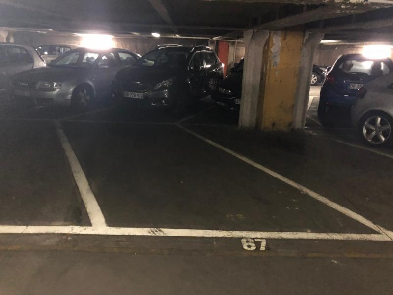 Place de parking à louer - Paris 75017 -  - 160 euros - 114 Rue Cardinet, 75017 Paris, France