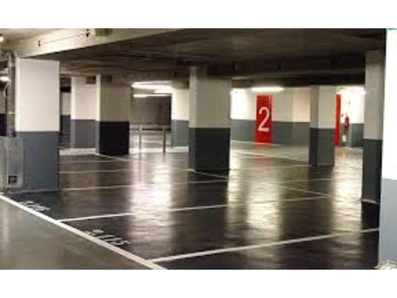 Place de parking à louer - Paris 75007 - 80 Rue Saint-Dominique, Paris 7e Arrondissement, Île-de-France, France