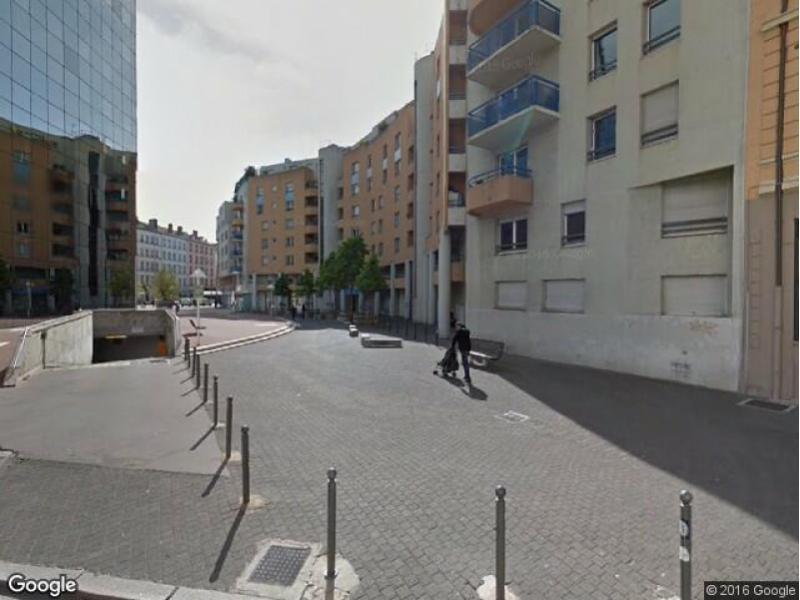 Place de parking louer villeurbanne 69100 4 rue for Garage rue des bienvenus villeurbanne