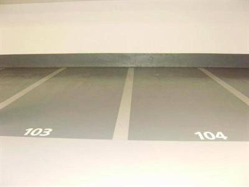 place de parking louer issy les moulineaux corentin celton porte de versailles. Black Bedroom Furniture Sets. Home Design Ideas
