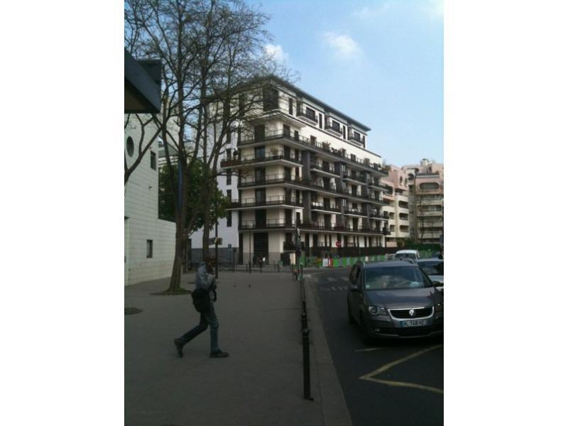 Place de parking à louer - Paris 75019 - 6 Rue de Cambrai, 75019 Paris, France - 80 euros
