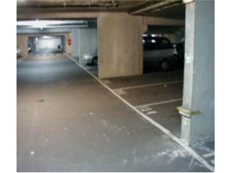 Place de parking louer courbevoie 29 rue de bezons for Garage moto courbevoie