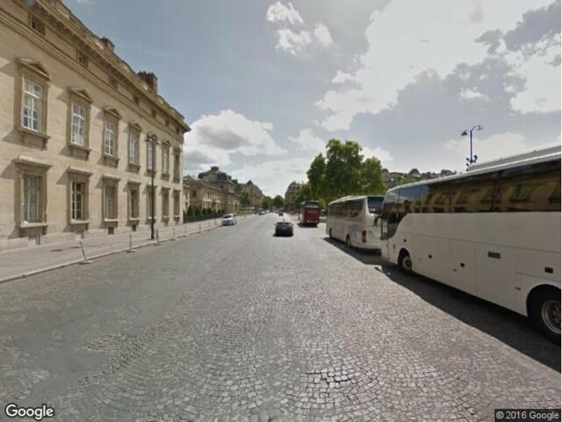 Place de parking à louer - Paris 75007 - Place Joffre, 75007 Paris, France - 170 euros